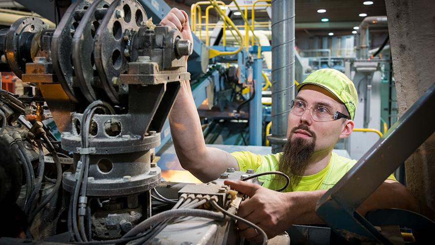 Vaihtelevat tehtävät ja tuotannon toiminnan takaaminen ovat kunnossapidon ammattilaisten arkea
