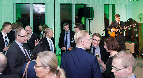 After the official visit, UPM arranged a special reception to thank its partners for their support. The celebrations continued later in the evening in the UPM Kaukas club room, which had been transformed into the 'UPM BioVerno club'.