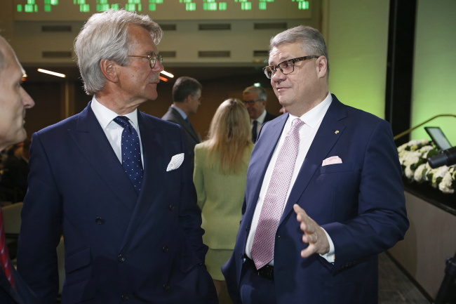 Chairman of the board Björn Wahlroos and CEO Jussi Pesonen